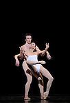 TROISIEME SYMPHONIE DE GUSTAV MAHLER....Choregraphie : NEUMEIER John..Decor : NEUMEIER John..Lumiere : NEUMEIER John..Avec :..LE RICHE Nicolas..MOUSSIN Delphine..Lieu : Opera Bastille..Ville : Paris..Le : 11 03 2009..© Laurent PAILLIER / photosdedanse.com