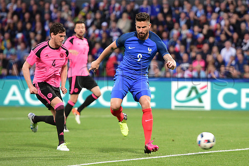 04.06.2016. Stade Saint Symphorien, Metz, France. International football freindly,France versus Scotland.  Olivier Giroud (France) loses his man to score for France