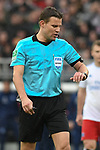 10.03.2019,  GER; 2. FBL, FC St. Pauli vs Hamburger SV ,DFL REGULATIONS PROHIBIT ANY USE OF PHOTOGRAPHS AS IMAGE SEQUENCES AND/OR QUASI-VIDEO, im Bild Schiedsrichter Dr. Felix Brych (Muenchen) schaut auf die Uhr Foto © nordphoto / Witke