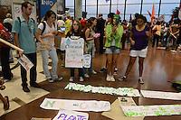 RIO DE JANEIRO-05/06/2012- Manifestantes invadem o aeroporto Santos Dumont contra a mercantilizacao da vida, em defesa dos bens comuns, no Aeroporto Santos Dumont, centro do Rio.Foto:Marcelo Fonseca-Brazil Photo Press