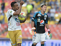 BOGOTÁ -COLOMBIA, 03-11-2013. Charles Monsalvo (Izq.) del Deportes Tolima celebra un gol en contra del Millonarios durante partido por la fecha 17 de la Liga Postobón  II 2013 jugado en el estadio Nemesio Camacho el Campín de la ciudad de Bogotá./ Deportes Tolima player Charles Monsalvo (L) celebrates a goal against Millonarios during match for the 17th date of the Postobon  League II 2013 played at Nemesio Camacho El Campin stadium in Bogotá city. Photo: VizzorImage/Gabriel Aponte/STR
