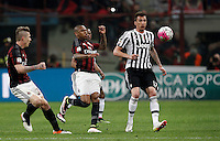 Calcio, Serie A: Milan vs Juventus. Milano, stadio San Siro, 9 aprile 2016. <br /> Juventus&rsquo; Mario Mandzukic, right, is chased by AC Milan&rsquo;s Alex, center, and Juraj Kucka, during the Italian Serie A football match between AC Milan and Juventus at Milan's San Siro stadium, 9 April 2016.<br /> UPDATE IMAGES PRESS/Isabella Bonotto