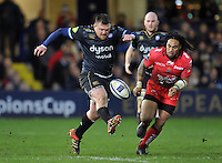 David Wilson of Bath Rugby puts boot to ball. European Rugby Champions Cup match, between Bath Rugby and RC Toulon on January 23, 2016 at the Recreation Ground in Bath, England. Photo by: Patrick Khachfe / Onside Images