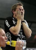 Handball 1. Bundesliga Frauen / Damen - DHB - Punktspiel - HC Leipzig (HCL) : Thüringer HC (THC) - Arena Leipzig - im Bild:    Gesichter / Emotionen des HCL Coach / Trainer Heine Jensen. Porträt.   Foto: Norman Rembarz..Norman Rembarz , Autorennummer 41043728 , Augustenstr. 2, 04317 Leipzig, Tel.: 01794887569, Hypovereinsbank: BLZ: 86020086, KN: 357889472, St.Nr.: 231/261/06432 - Jegliche kommerzielle Nutzung ist honorar- und mehrwertsteuerpflichtig! Persönlichkeitsrechte sind zu wahren. Es wird keine Haftung übernommen bei Verletzung von Rechten Dritter. Autoren-Nennung gem. §13 UrhGes. wird verlangt. Weitergabe an Dritte nur nach  vorheriger Absprache. Online Nutzung ist separat kostenpflichtig !.