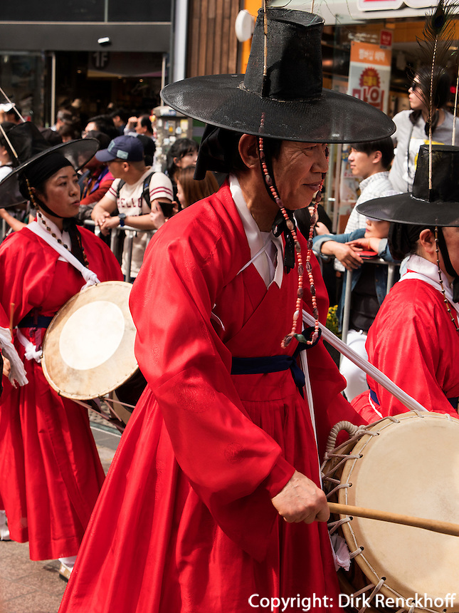 Umzug in Nampo-dong, Busan, Gyeongsangnam-do, S&uuml;dkorea, Asien<br /> procession in Nampo-dong, Busan,  province Gyeongsangnam-do, South Korea, Asia