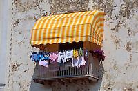 Italien, Ischia, Häuser an der Rive Droite am Hafen in Porto