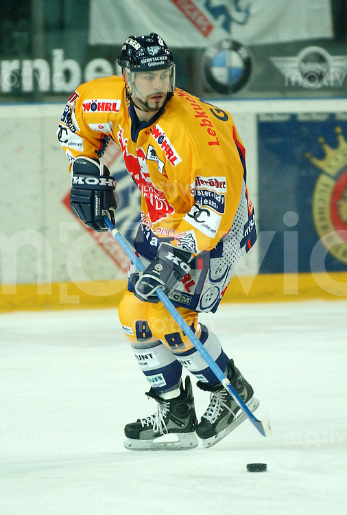 Eishockey, 1.Playoff-Viertelfinale, DEL 2003/2004, Arena Nuernberg (Germany) Nuernberg Ice Tigers - Ingolstadt Panthers (2:1 n.P.) Liam Garvey (IceTigers) am Puck