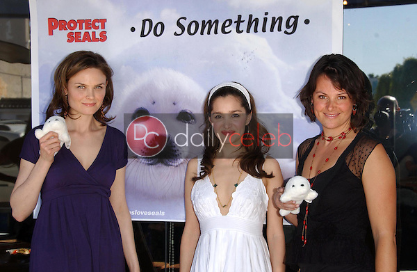 Emily Deschanel with Gina Phillips and Darcy Halsey<br />at the Los Angeles event for &quot;Save The Seals&quot;. Real Food Daily, West Los Angeles, CA. 03-28-07<br />Dave Edwards/DailyCeleb.com 818-249-4998