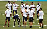 BARRANQUILLA – COLOMBIA _ 08-10-2013 / La Selección  Colombiana de Fútbol, ya con la nómina de jugadores completa,  realizó en el estadio Metropolitano Roberto Meléndez, su tercer entrenamiento de cara al juego de la fecha 17 de las eliminatorias al mundial de Brasil 2014 en la que enfrentará al combinado chileno./ Jugadores de la Selección Colombia reunidos en el centro del terreno de juego.