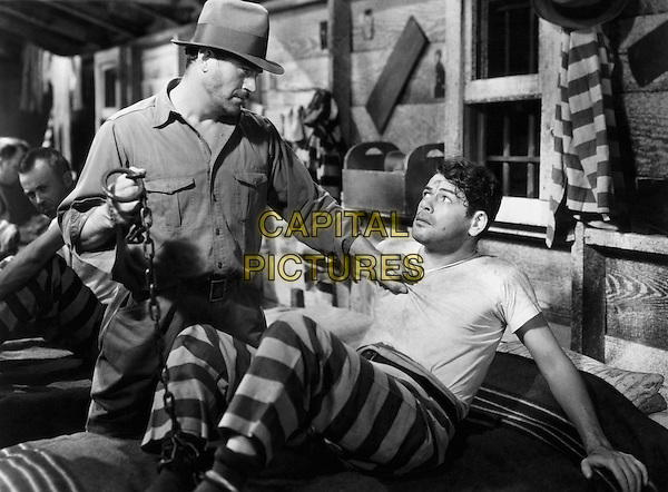 PAUL MUNI.I Am a Fugitive from a Chain Gang.(I Am a Fugitive from the Chain Gang).*Filmstill - Editorial Use Only*.CAP/PLF.Supplied by Capital Pictures.