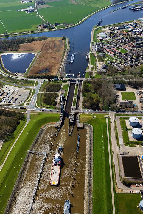 Nederland, Groningen, Delfzijl, 01-05-2013; zeesluis van het Eemskanaal met het zeehavenkanaal.<br /> De sluis maakt onderdeel uit van de vaarroute Lemmer-Delfzijl.<br /> Sealock of the Eemskanaal, the port of Delfzijl.<br /> luchtfoto (toeslag op standard tarieven);<br /> aerial photo (additional fee required);<br /> copyright foto/photo Siebe Swart