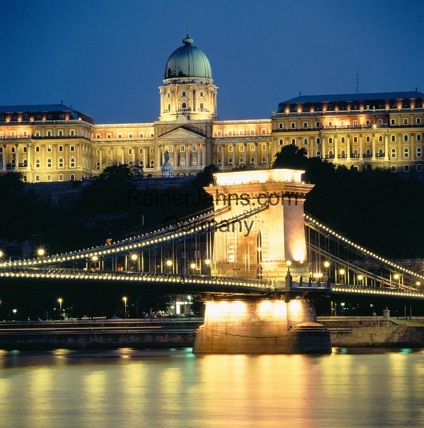 Hungary, Budapest, Castle District: Chain Bridge and Royal Palace at night | Ungarn, Budapest, Budaer Burgberg, Burgviertel: Budaer Burgpalast und Kettenbruecke am Abend