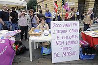 Milano, presidio delle associazioni di atei, agnostici, gay, lesbiche e femministe contro la visita del Papa Benedetto XVI per la giornata della famiglia
