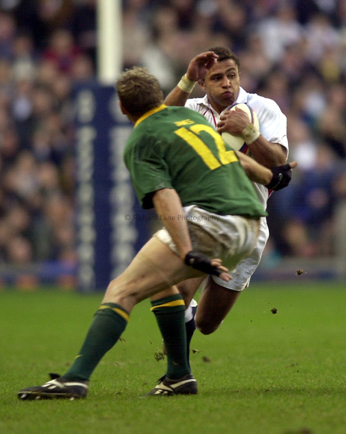 Photo: Richard Lane..England v South Africa. Investec Challenge at Twickenham. 23/11/2002..Jason Robinson jinxes past Butch James.