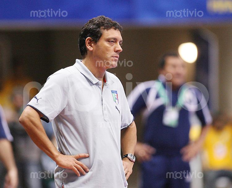 Fussball  International  FIFA  FUTSAL WM 2008   08.10.2008 Vorrunde Gruppe B Italia - Paraguay Italien - Paraguay Italiens Trainer Alessandro NUCCORINI (ITA) ist bedient.