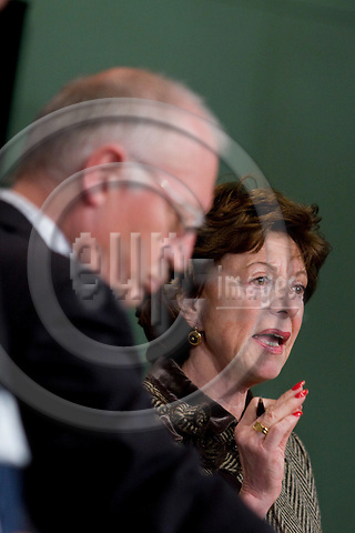 BRUSSELS - BELGIUM - 25 FEBRUARY 2009 -- Neelie KROES, European Commissioner for Competition (ri) and Günter (Guenter, Gunter) VERHEUGEN (le), Vice President of the European Commission and in charge of Enterprise and Industry, during a press briefing at the EC-Headquarters -- PHOTO:  BERNAL REVERT / EUP-IMAGES.