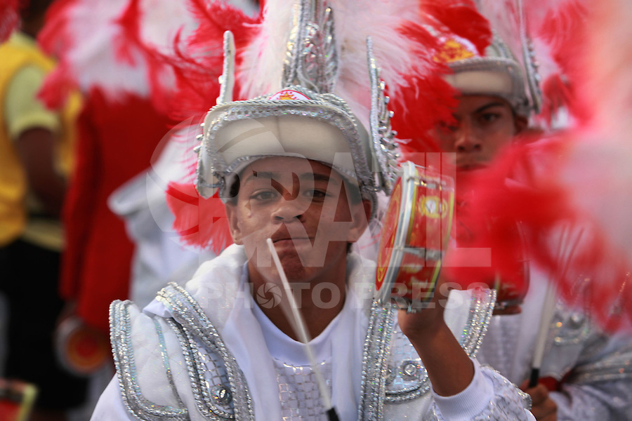 SAO PAULO, SP, 19 DE FEVEREIRO 2012 - CARNAVAL SP - TOM MAIOR - Desfile da escola de samba Tom Maior na segunda noite do Carnaval 2012 de São Paulo, no Sambódromo do Anhembi, na zona norte da cidade, neste domingo. (FOTO: RICARDO LOU  - BRAZIL PHOTO PRESS).