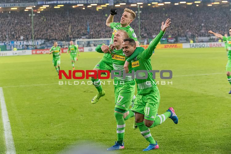 01.03.2017, Volksparkarena, Hamburg, GER, DFB Pokal, Viertelfinale, Hamburger SV vs Borussia Moenchengladbach<br /> <br /> im Bild<br /> Raffael (Moenchengladbach #11) bejubelt seinen Treffer zum 0:2 per Foulelfmeter mit Oscar Wendt (Moenchengladbach #17), Patrick Herrmann (Moenchengladbach #7), <br /> <br /> Foto &copy; nordphoto / Ewert