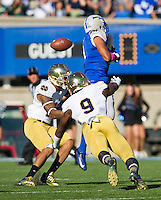 linebacker Jaylon Smith (9) breaks up a pass intended for Air Force Falcons wide receiver Sam Gagliano (4) in the first quarter.