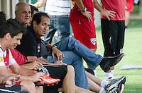 SÃO PAULO, SP,21 DE OUTUBRO DE 2013 - TREINO SAO PAULO - O tecnico, Muricy Ramalho, durante treino do São Paulo, no CT da Barra Funda, região oeste da capital, na tarde desta segunda feira, 21. FOTO: ALEXANDRE MOREIRA / BRAZIL PHOTO PRESS