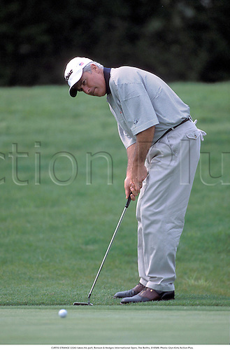 CURTIS STRANGE (USA) takes his putt, Benson & Hedges International Open, The Belfry, 010509. Photo: Glyn Kirk/Action Plus....2001.B&H.golf.golfer golfers.green.putter putts putting.concentration concentrate concentrates
