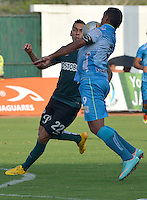 MONTERIA - COLOMBIA - 13-04-2015: Martin Arzuaga (Der) jugador de Jaguares FC disputa el balón con Alcatraz Garcia (Izq) jugador de Atlético Nacional durante partido entre Jaguares FC y Atlético Nacional por la fecha 15 de la Liga Aguila I 2015 jugado en el estadio Municipal de Monteria. / Martin Arzuaga (R) player of Jaguares FC vies for the ball with Alcatraz Garcia (L) player of Atletico Nacional during a match between Jaguares FC and Atletico Nacional for the  date 15 of the Liga Aguila I 2015 at the Municipal de Monteria Stadium in Monteria city, Photo: VizzorImage / Jose Perdomo / Cont.