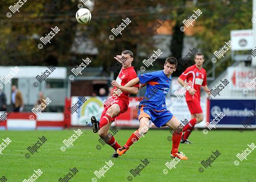 11-10-30 / Voetbal / seizoen 2011-2012 / Lyra - Tempo Overijse / Werner Ooms (L, Lyra) met Dieter Charlier..Foto: Mpics