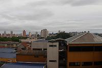 ATENCAO EDITOR: FOTO EMBARGADA PARA VEICULOS INTERNACIONAIS - SAO PAULO, SP, 10 DE NOVEMBRO 2012 - CLIMA TEMPO SP - A previsao para esse sabado, 10,  é de sol com nuvens durante o dia. Periodos de nublado, com probabilidade de chuvas a qualquer hora. Imagens bairro do Bom Retiro, zona central da capital   - FOTO LOLA OLIVEIRA - BRAZIL PHOTO PRESS