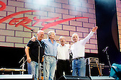 Jul 02, 2005: PINK FLOYD (REUNITED) - LIVE 8 - Hyde Park London