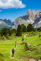 Italy, South Tyrol (Trentino - Alto Adige), Dolomites, near Selva di Val Gardena: Mountainbiker with Sella Group at Sella Pass Road, at background Gruppo del Cir mountains | Italien, Suedtirol (Trentino - Alto Adige), oberhalb von Wolkenstein in Groeden: Mountainbiker vor der Sellagruppe an der Sella-Joch-Passstrasse, im Hintergrund die Cir-Spitzen