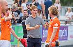 UTRECHT - De geblesseerde Jorrit Croon (Bldaal)  na  de hoofdklasse competitiewedstrijd mannen, Kampong-Bloemendaal (2-2)  met Oliver Polkamp (Bldaal) . COPYRIGHT   KOEN SUYK