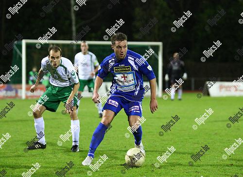 15/01/2011 ; voetbal ; KV Turnhout - Lommel United ; Kevin Janssens zoekt een opening in  de verdediging van Lommel United.