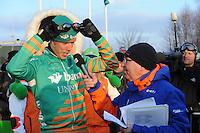 SCHAATSEN: EMMEN: Grote Rietplas, KPN NK Marathon Natuurijs, 08-02-2012, winnaar Jorrit Bergsma, speaker Andries Nieuwenhuis, ©foto: Martin de Jong