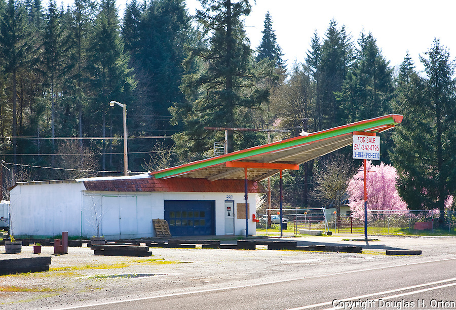 Abandoned gas station at exitl along Interstate 5 in the Willamette Valley, Oregon.  Everything at this exit, gas, motel, antiques, swap meet, all closed.
