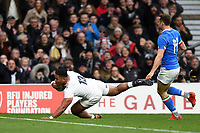 Manu Tuilagi of England scores a first half try. Guinness Six Nations match between England and Italy on March 9, 2019 at Twickenham Stadium in London, England. Photo by: Patrick Khachfe / Onside Images