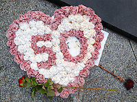 France. Department Ile-de-France. Paris. A crown of white and pink flowers to celebrate a fifty anniversary. Two red roses. 14.07.2011 © 2011 Didier Ruef
