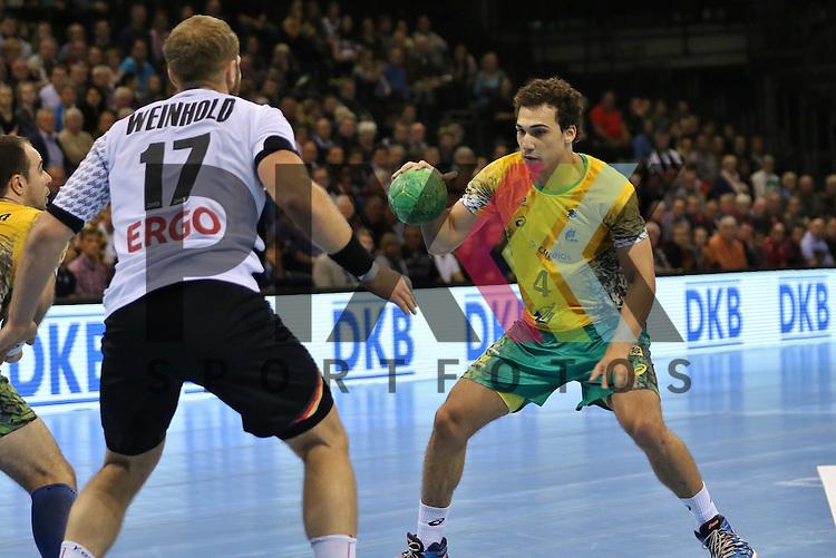 Flensburg, 06.11.15, Sport, Handball Supercup 2015, Deutschland-Brasilien : Steffen Weinhold (Deutschland, #17), Joao Silva (Brasilien, #04)<br /> <br /> Foto &copy; PIX-Sportfotos *** Foto ist honorarpflichtig! *** Auf Anfrage in hoeherer Qualitaet/Aufloesung. Belegexemplar erbeten. Veroeffentlichung ausschliesslich fuer journalistisch-publizistische Zwecke. For editorial use only.