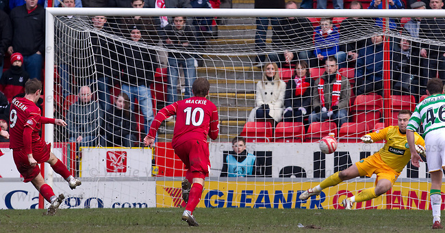 Steven MacLean slots his penalty past Artur Boruc to score Aberdeen's third goal