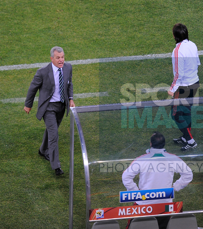Javier Aguirre coach of Mexico turns to celebrate the equalising goal