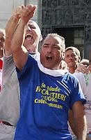 NAPOLI MANIFESTAZIONE UNITARIA  PER EMERGENZA LAVORO IN CAMPANIA PRESNTI TUTTE LE SIGLE SINDACALI CGIL CISL UIL UGL.NELLA FOTO LA CONTESTAZIONE DEI LAVORATORI DELLA FINCANTIERI.FOTO CIRO DE LUCA