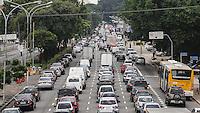 SAO PAULO, SP, 15 DE MARCO 2013 - TRANSITO RADIAL LESTE - Transito na Av Alcantara Machado sentido bairro na altura da Rua dos Trilhos no bairro da Mooca nessa sexta-feira, 15. FOTO: VANESSA CARVALHO - BRAZIL PHOTO PRESS.