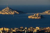 Europe/France/Provence-Alpes-Côte d'Azur/13/Bouches-du-Rhône/Marseille : Vue depuis Notre-Dame-de-la-Garde sur les Iles Frioul