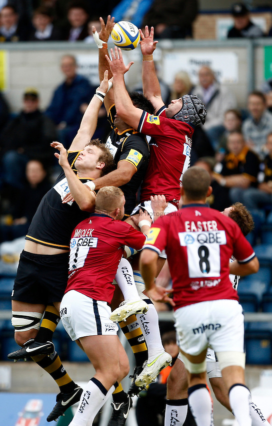 Photo: Richard Lane/Richard Lane Photography. London Wasps v Sale Sharks. 17/09/2011. Wasps' Joe Launchbury and Sale's Fraser McKenzie challenge for a high ball.