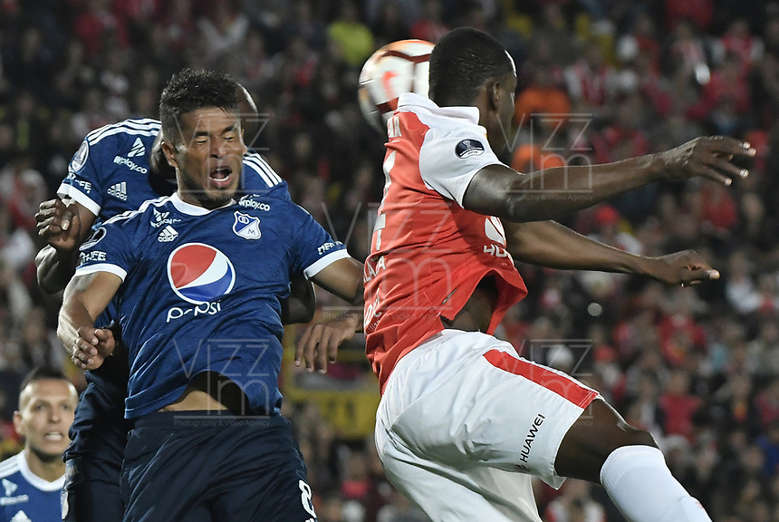 BOGOTÁ - COLOMBIA, 18-09-2018: Cesar Carrillo jugador de Millonarios en acción durante partido de ida entre Independiente Santa Fe y Millonarios por los octavos de final de la Copa CONMEBOL Sudamericana 2018 jugado en el estadio Nemesio Camacho El Campín de la ciudad de Bogotá. / Cesar Carrillo player of Millonarios in action during first leg match between Independiente Santa Fe and Millonarios for the eight finals of CONMEBOL Sudamericana 2018 cup played at Nemesio Camacho El Campin stadium in Bogotá city.  Photo: VizzorImage / Gabriel Aponte / Staff