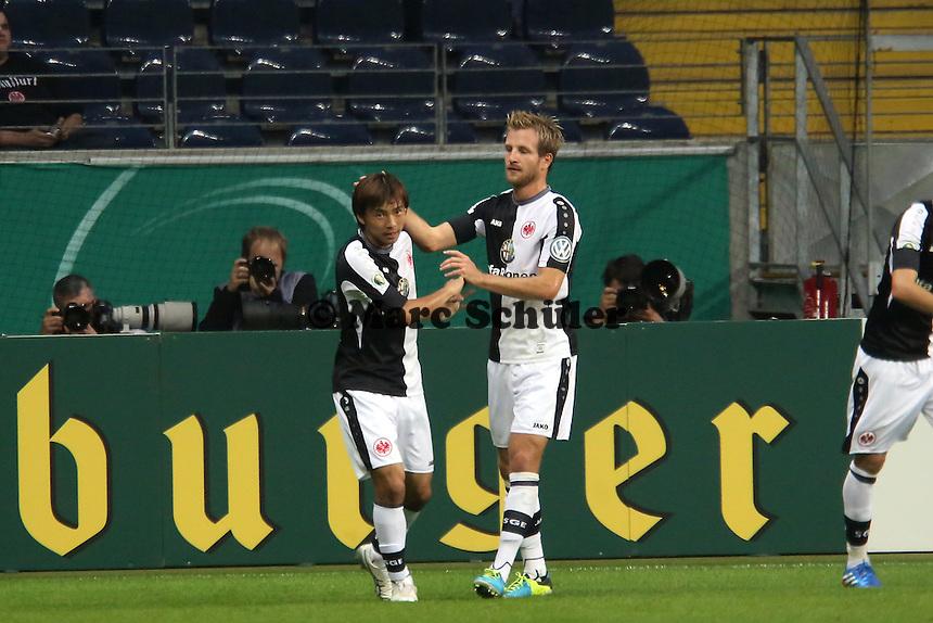 Torjubel Takashi Inui (Eintracht) nach dem Tor zum 1:0 - Eintracht Frankfurt vs. VfL Bochum, Commerzbank Arena, 2. Runde DFB-Pokal