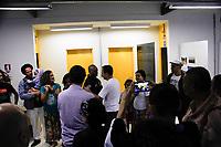 """SÃO PAULO,SP, 18.03.2017 - DORIA-SP - O prefeito de São Paulo João Doria, não foi bem recebido pelos moradores, saiu as pressas entre gritos de ordem """"descongela a cultura já"""" não chegou nem a decerrar a placa, na Casas de Cultura de Guaianazes zona leste, que serão reabertas em novos imóveis para ampliar o atendimento e oferecer atividades de cultura e lazer aos moradores das regiões de Guaianases.(Foto: Nelson Gariba/Brazil Photo Press)"""