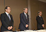 July 21, 2015, Tokyo, Japan - Toshiba President Hisao Tanaka, center, accompanied by two top executives, announces his resignation, taking responsibility for his part in manipulating deceptive accounting during a news conference at its headquarters in Tokyo on Tuesday, July 21, 2015. The Japanese electronics and electrical equipment group's manipulated profits add up to 1.25 billion dollars from fiscal 2008 through December 2014. They are, from left: Chairman Masashi Muromachi, who succeeds Tanaka; President Tanaka; and Executive Director Keizo Maeda, who steps down from his post. (Photo by Natsuki Sakai/AFLO) AYF -mis-