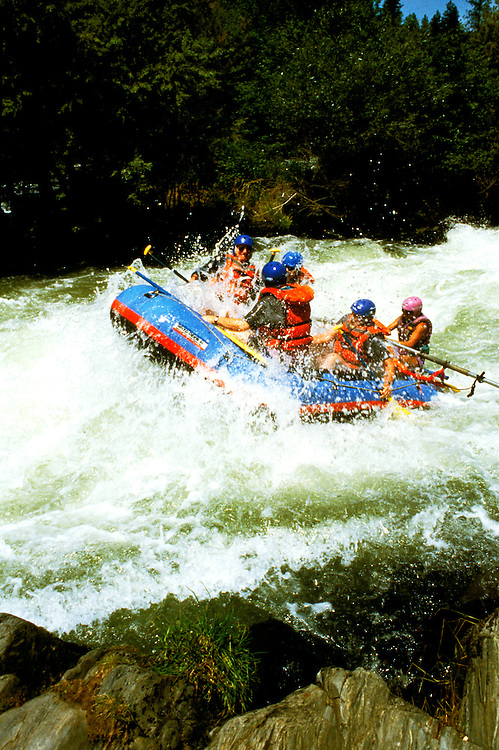 Oregon: Ashland.  Rafting the Rogue River.  Photo #: orrogu101.  Photo copyright Lee Foster, www.fostertravel.com, 510/549-2202, lee@fostertravel.com