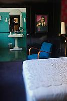 Europe/France/Provence -Alpes-Cote d'Azur/83/Var/Saint-Tropez: Ermitage Hôtel - Détail de la décoration d'une chambre