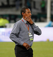 MANIZALES - COLOMBIA -12-04-2014: David Pinillos, técnico de Atletico Junior durante  partido Once Caldas y Atletico Junior por la fecha 17 de la Liga de Postobon I 2014 en el estadio Palogrande en la ciudad de Manizales. / David Pinillos, coach of Atletico Junior during a match Once Caldas and Atletico Junior for date 17th of the Liga de Postobon I 2014 at the Palogrande stadium in Manizales city. Photo: VizzorImage  / Santiago Osorio / Str.